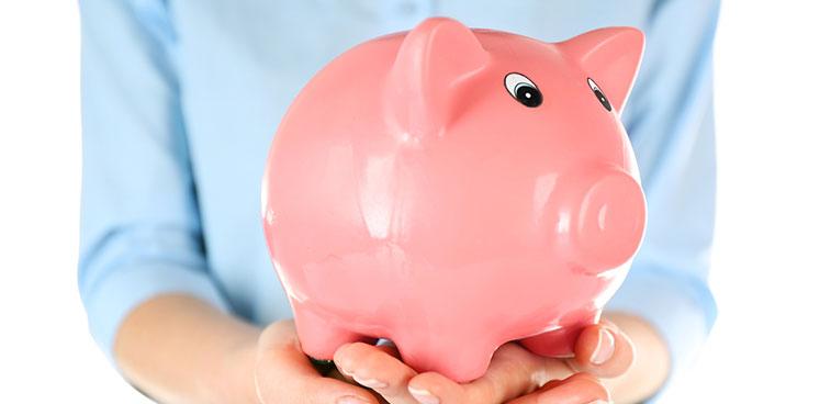 Hogyan lehet a mindennapokban pénzt megtakarítani?