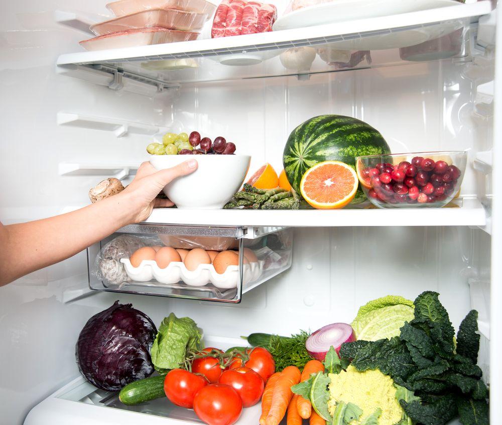 Hogyan maradjanak frissek az ételek a hűtődben?