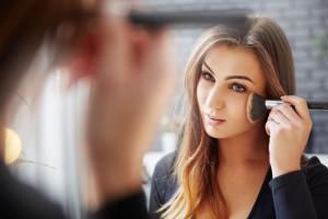 10 hiba, amit sminkelés során elkövethetsz