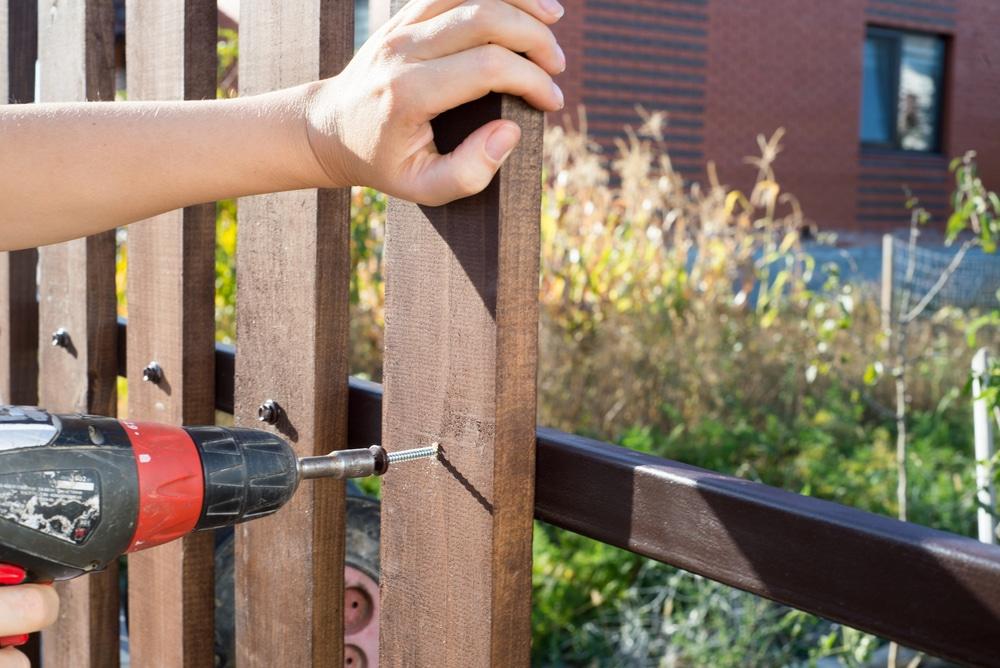 fa kerítés építés