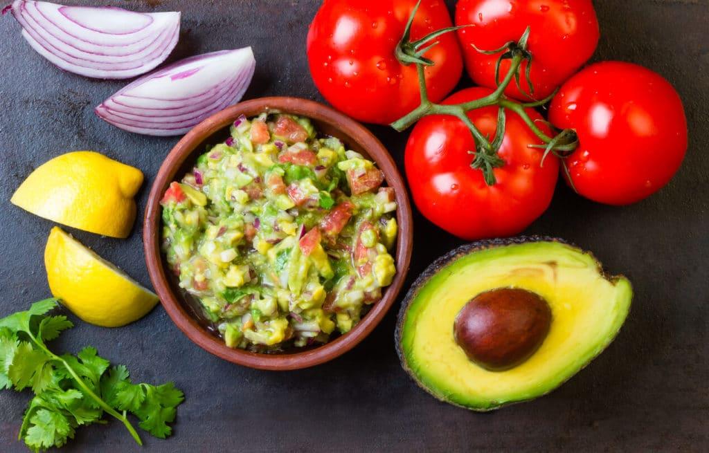 Avokádóból készült karácsonyi előétel (guacamole)