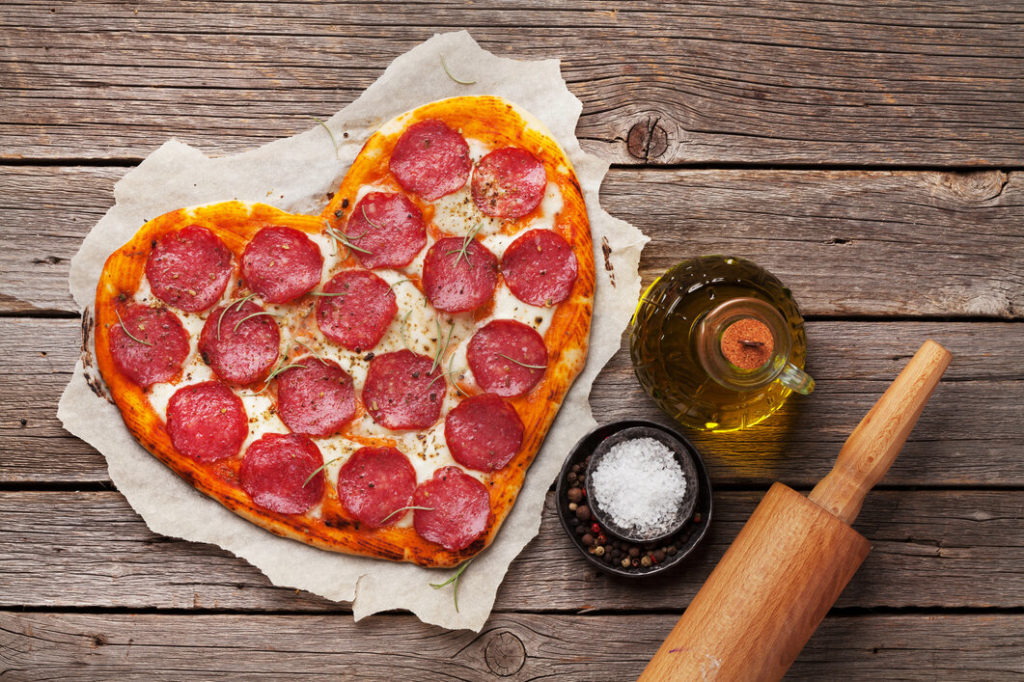 Szív alakú pizza Valentin-napra