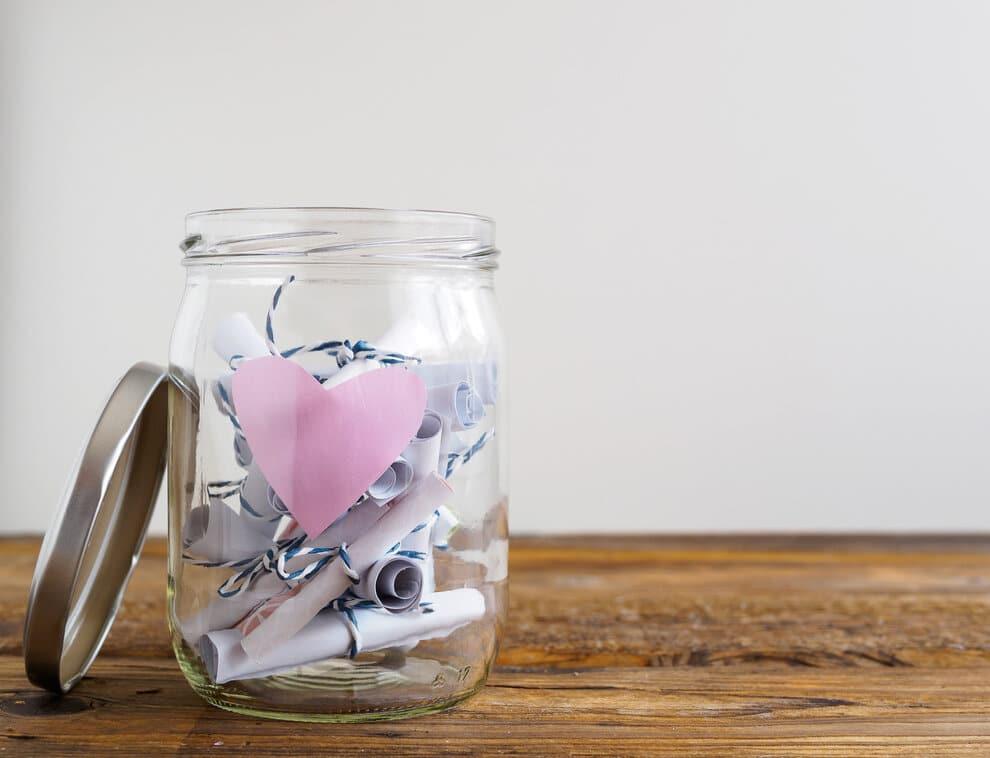 Szerelmes üzenetek befőttes üvegben