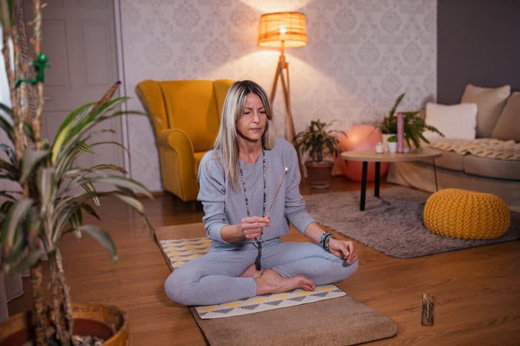 Füstölő és meditáció