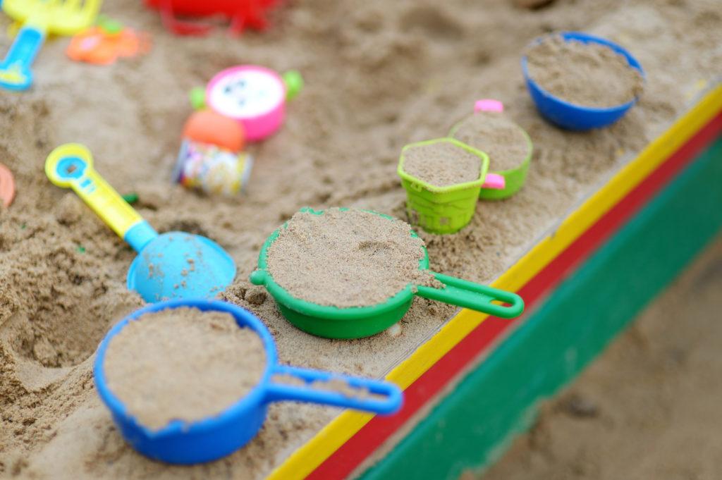 Színes homokozó játékok